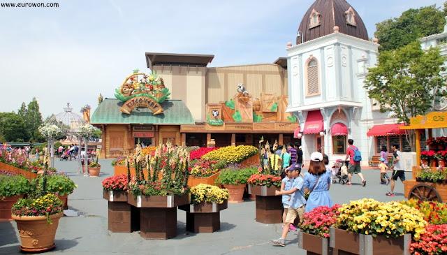 El parque temático Everland lleno de flores