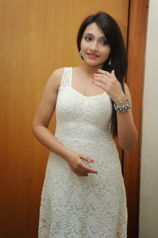 Zoya Khan Latest Spicy Stills