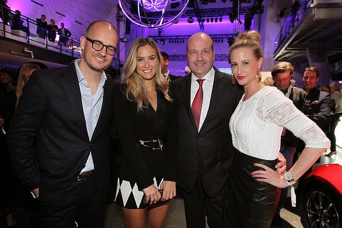 We love it when a lady is happy after working out. . . . . Surely, All that glitters is gold! And Bar Refaeli's totally spoke by her style on International Model honour at the InTouch Awards in Germany on Thursday, October 23, 2014.