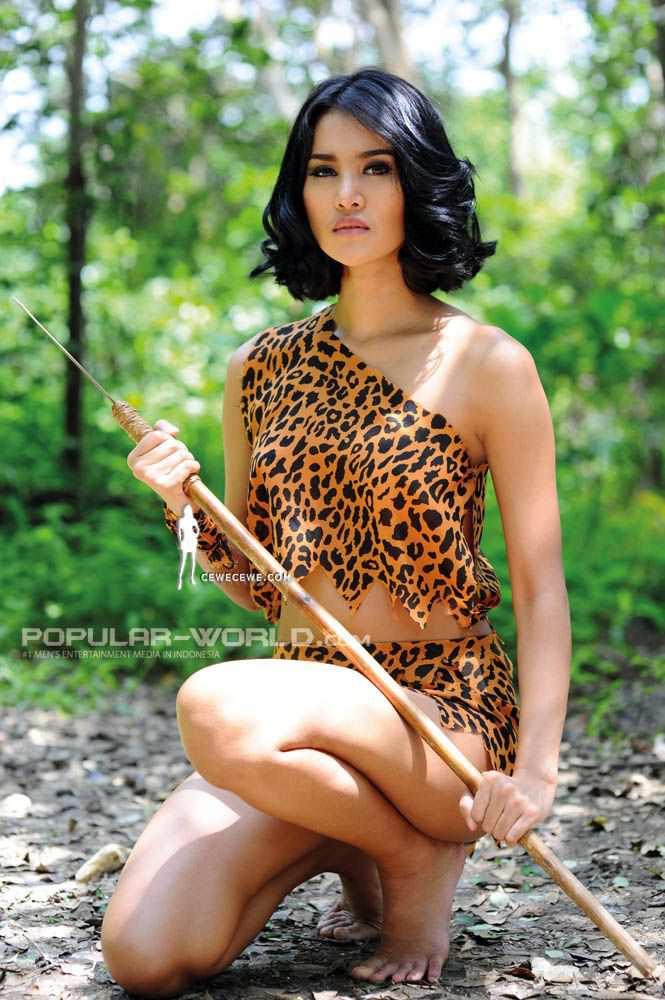 Laras Monca For Popular World Magazine April