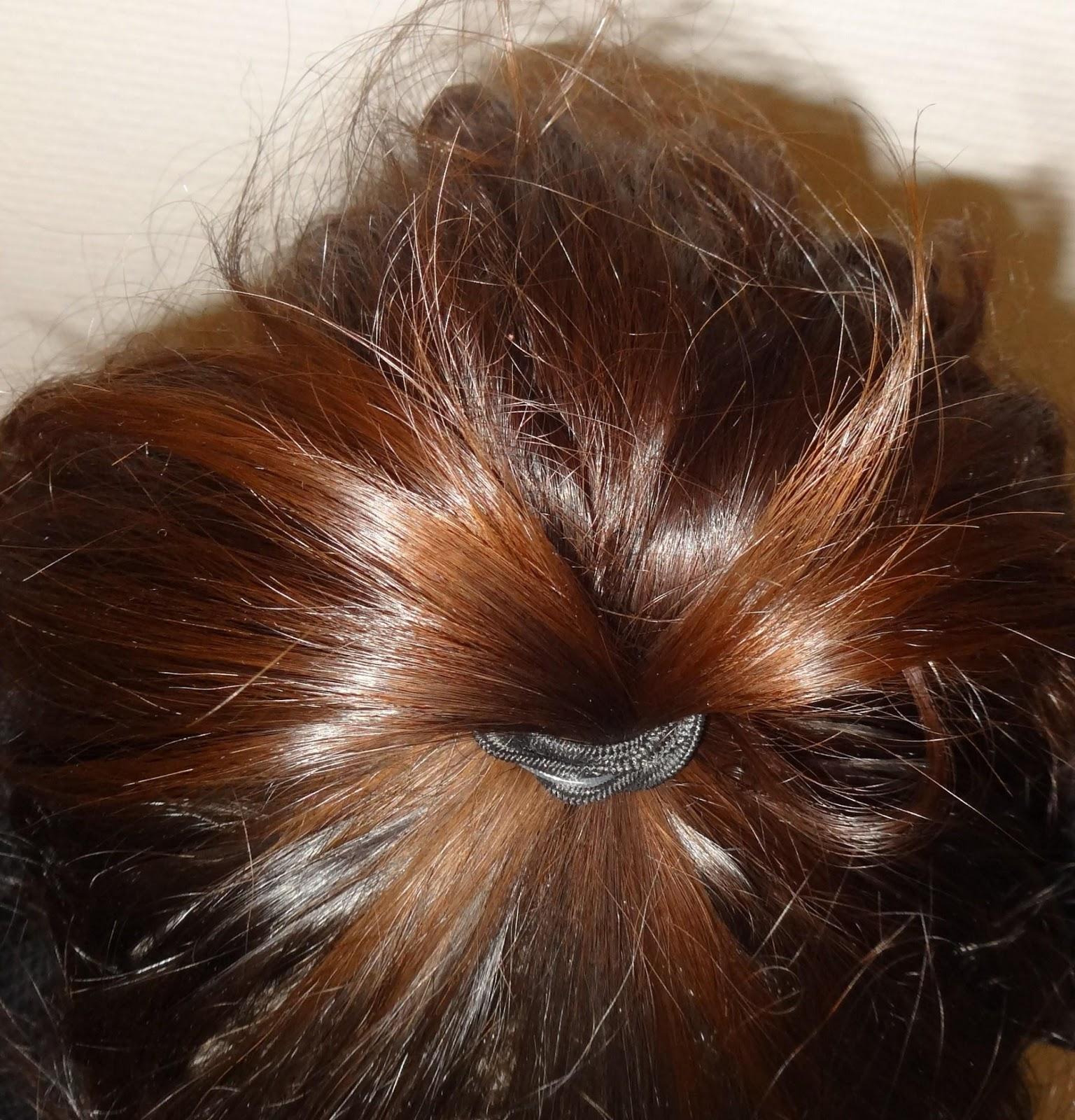 Première étape  s\u0027attacher les cheveux en queue de cheval. Tu vas te  moquer mais ça a été l\u0027étape la plus compliquée pour moi.