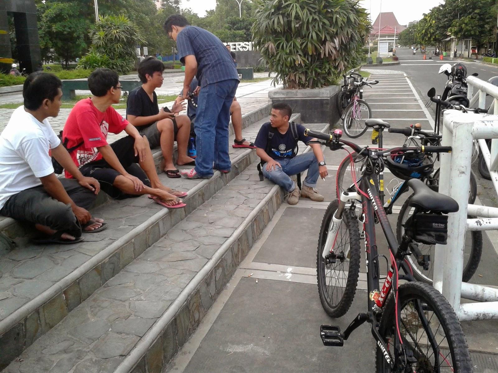 Teman-teman Bike to Work Jogja dan Bike to UGM