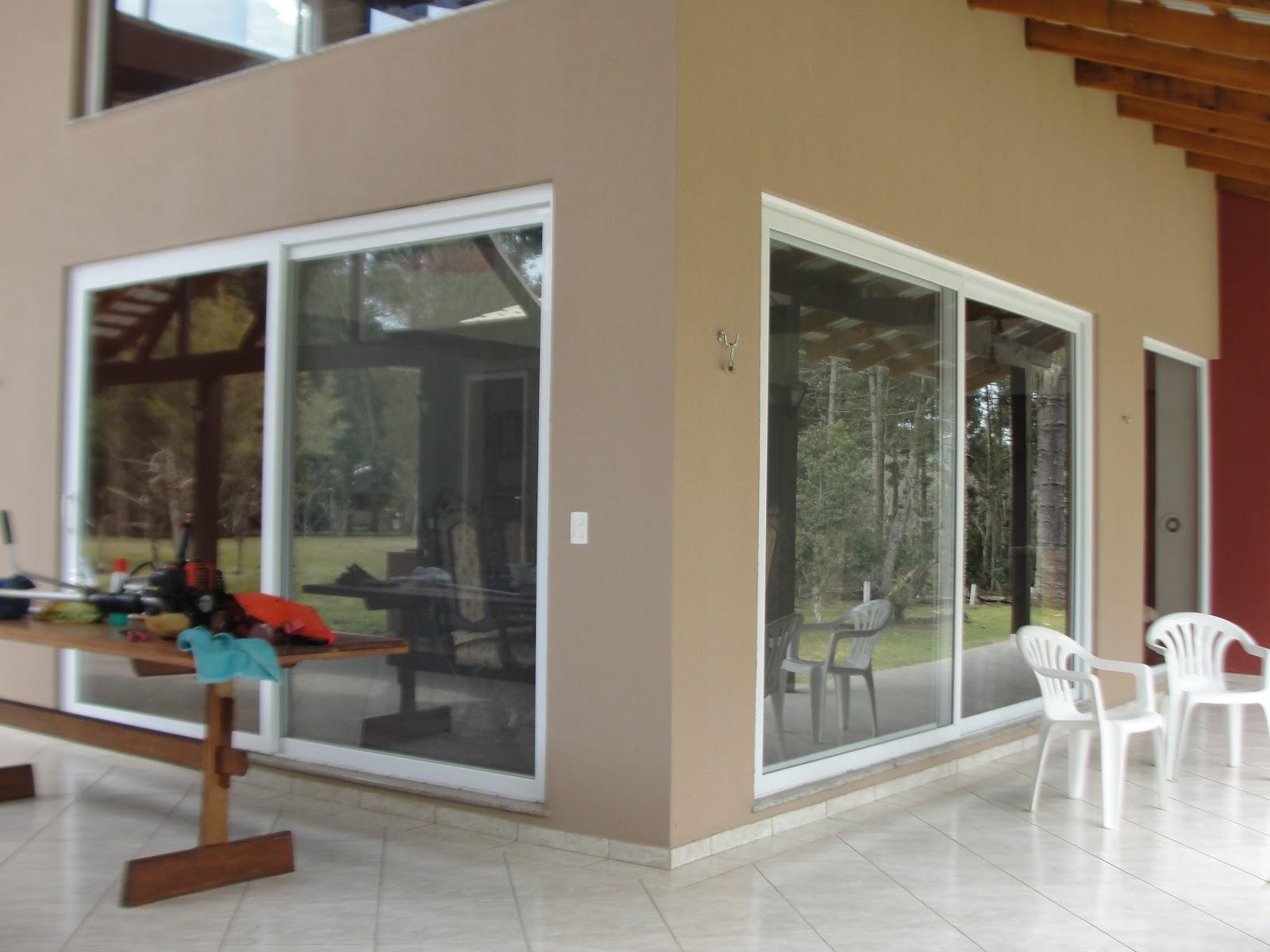 #653824 Janelas Tudo em esquadrias em PVC: Casa com portas e janelas em  582 Janelas Em Madeira E Vidro