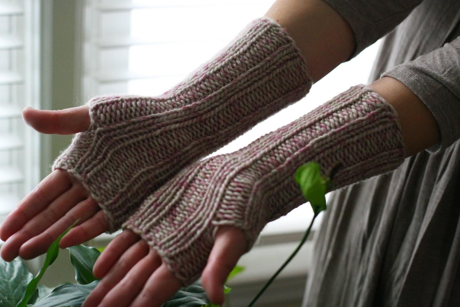 ymymmytm: Nejiri wrist warmers (free pattern :D)