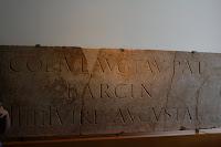 mensaje de texto corto de epoca romana en piedra