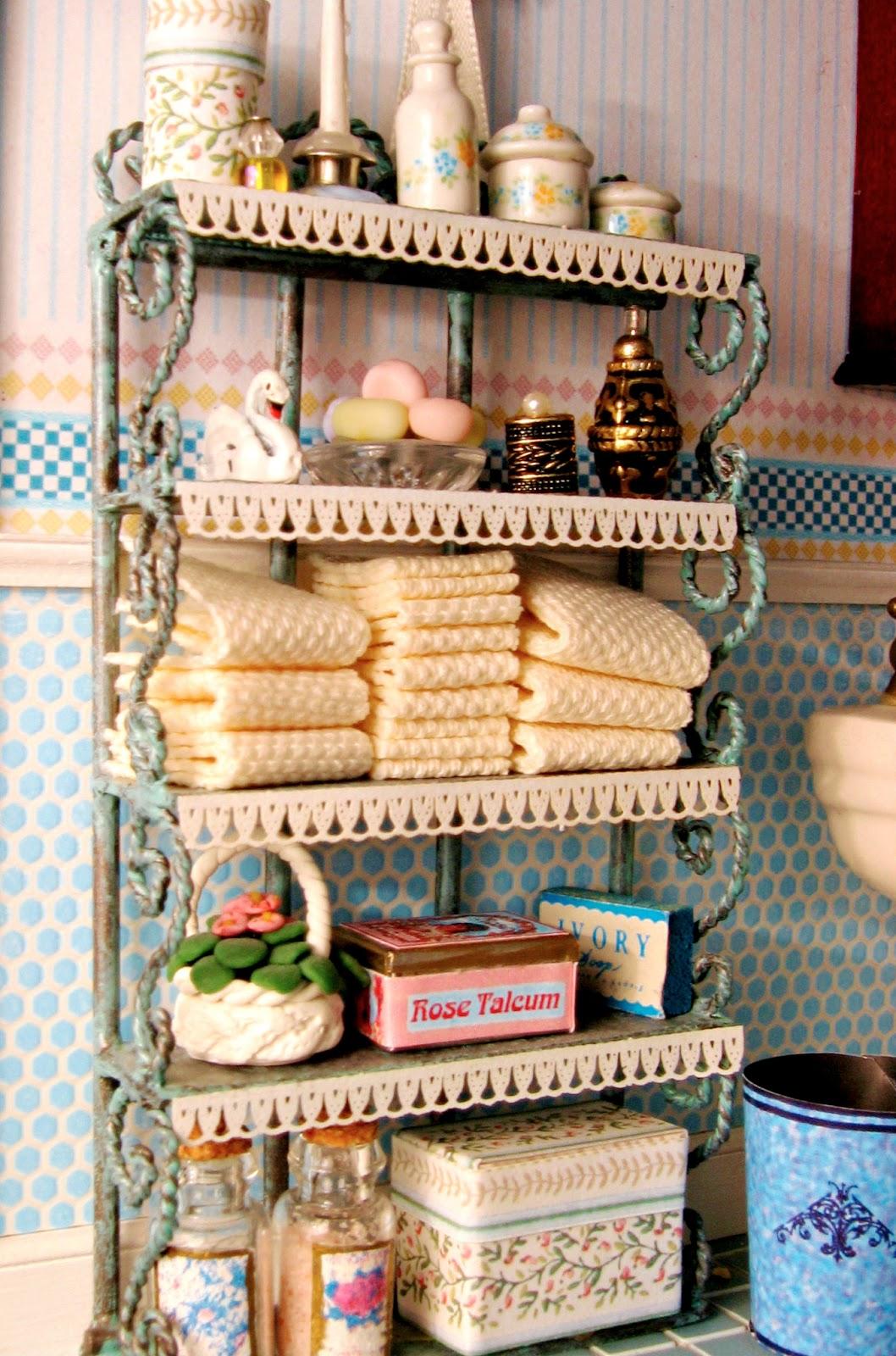 Blukatkraft Victorian Dollhouse Bedroom And Bathroom 1