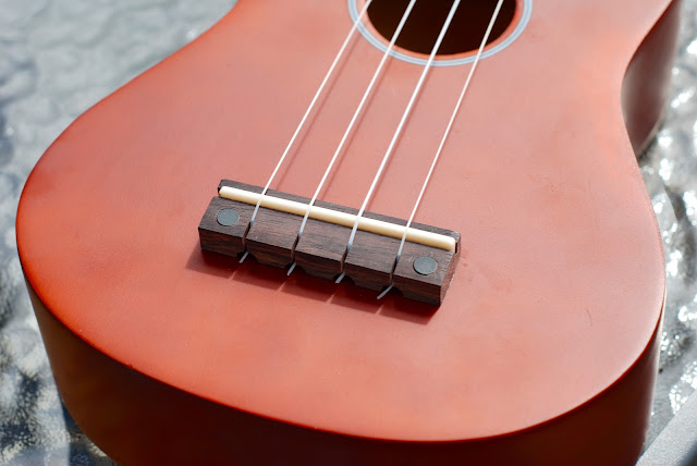 Harley Benton HBUK-11NT ukulele bridge