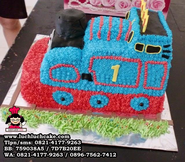 kue tart 3d bentuk kereta thomas