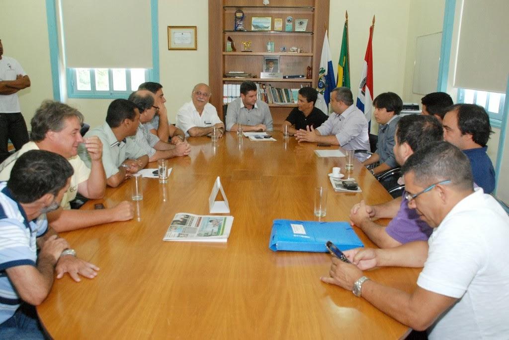 Acompanhado de secretários e vereadores, prefeito Arlei recebeu o deputado estadual Bebeto