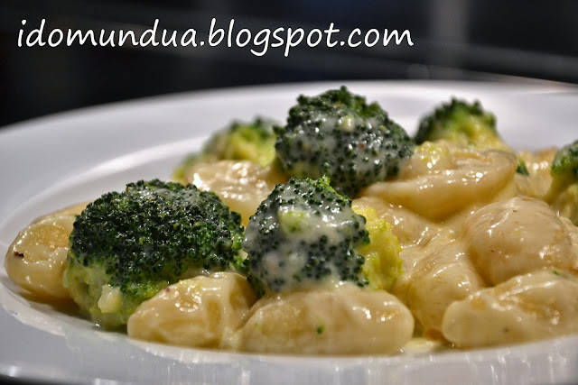 Gnocchis con brócoli y queso