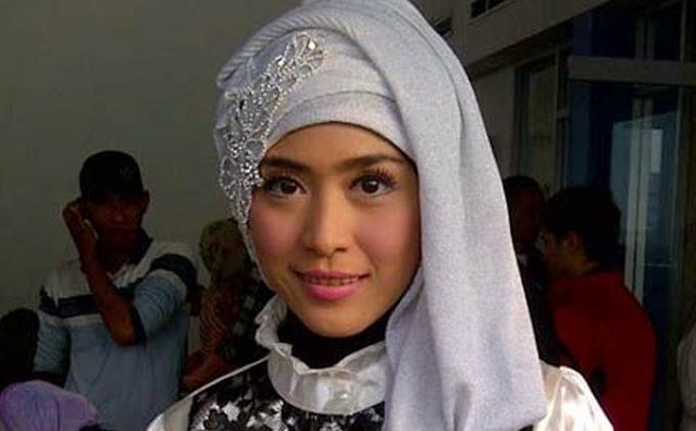 April Jasmine istri Ustaz Solmed