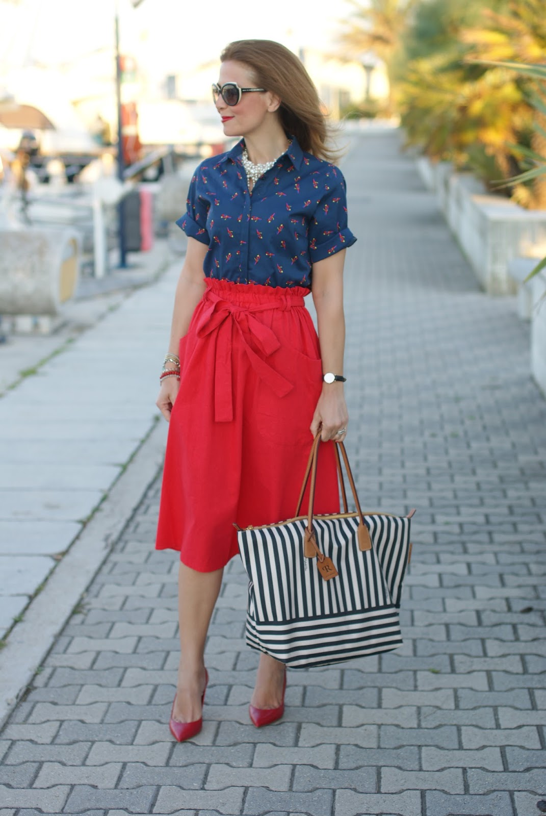 Chic holiday stile with a Robertina stripe bag and Le Silla red heels on Fashion and Cookies fashion blog