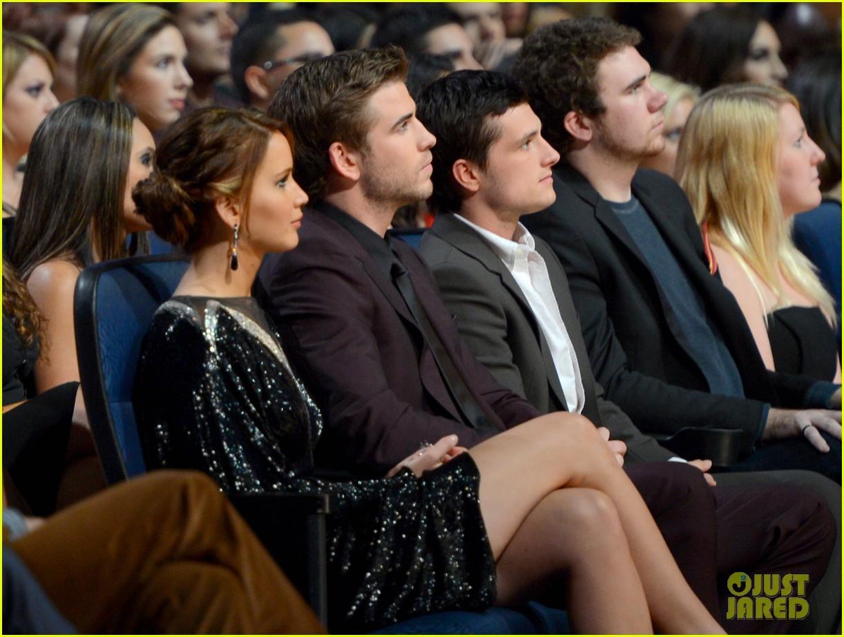 http://2.bp.blogspot.com/-ossATz7Civw/UO5wnqM_uEI/AAAAAAAANwM/lent5gRUByI/s1600/Hemsworth-Lawrence-Hutcherson-2013-People-Choice-Awards-13.jpg