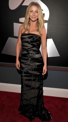 Джулиан Хоуг в прилепнала черна рокля на Kaufman Franco