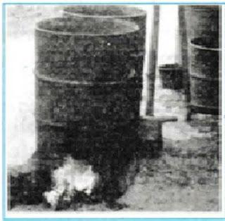 Proses merebus kedelai di dalam drum