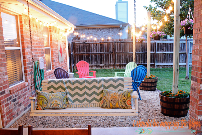 Diy Patio Area With Texas Lamp Posts Add A Fun Planter To