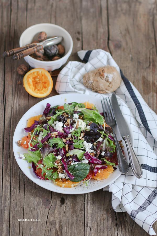 Salat mit Orange und Rotkohl