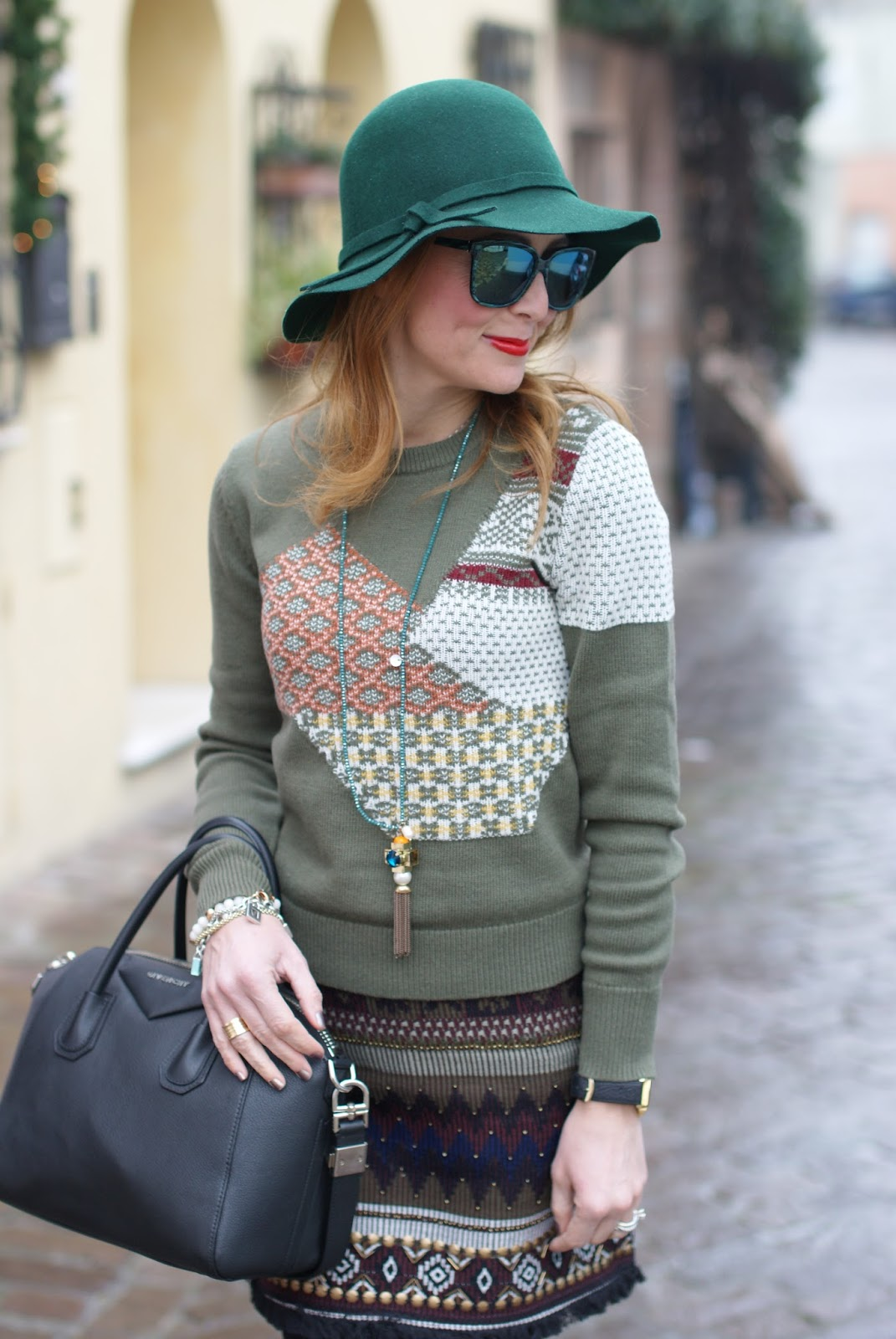 Patchwork sweater and Hype Glass sunglasses, urban boho chic look on Fashion and Cookies fashion blog, fashion blogger style