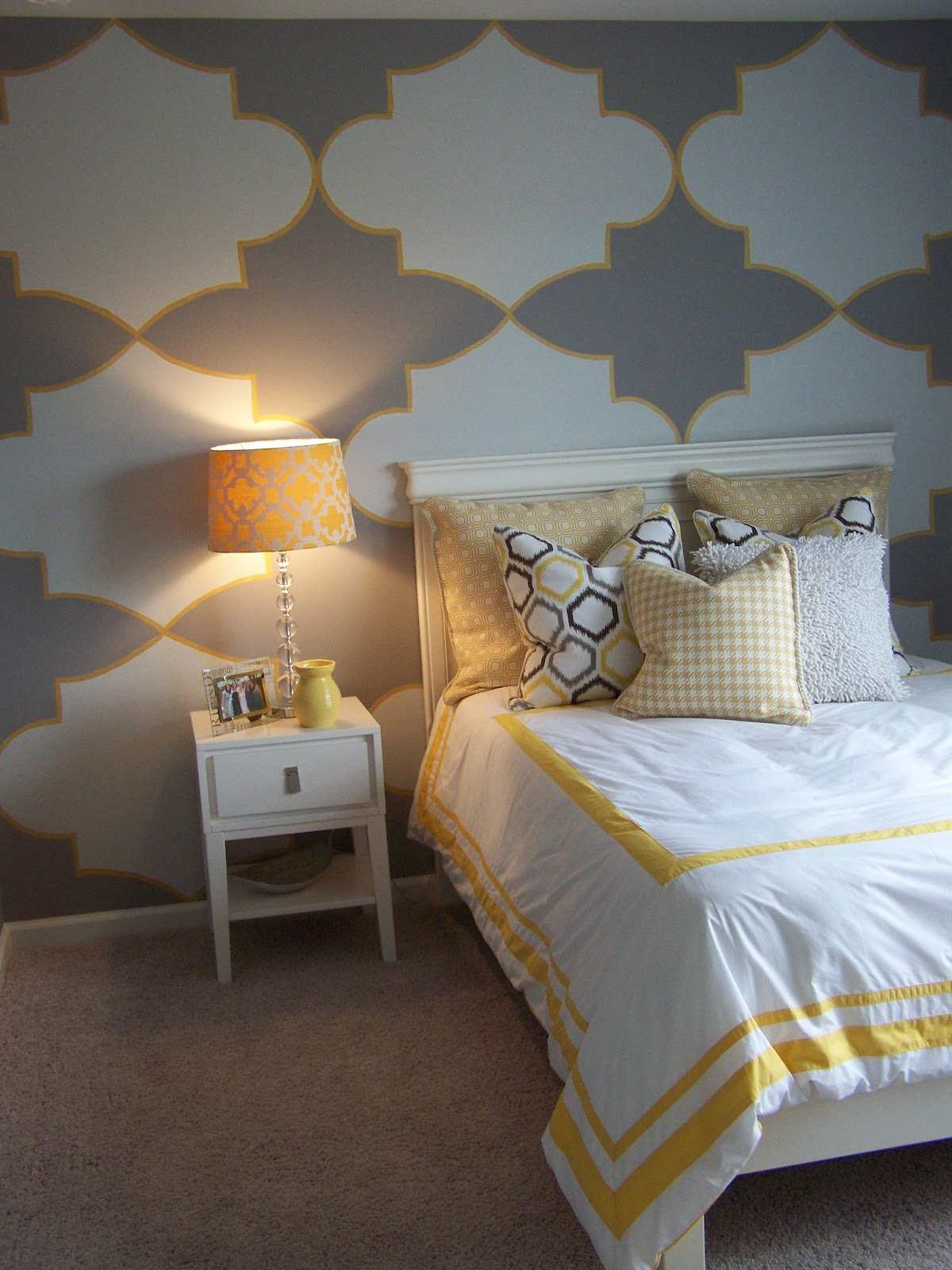 Gray and yellow teen tween room design dazzle - Grey and yellow room ...
