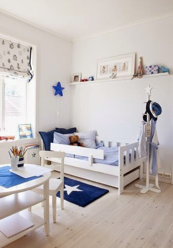 Habitación decorada en azul