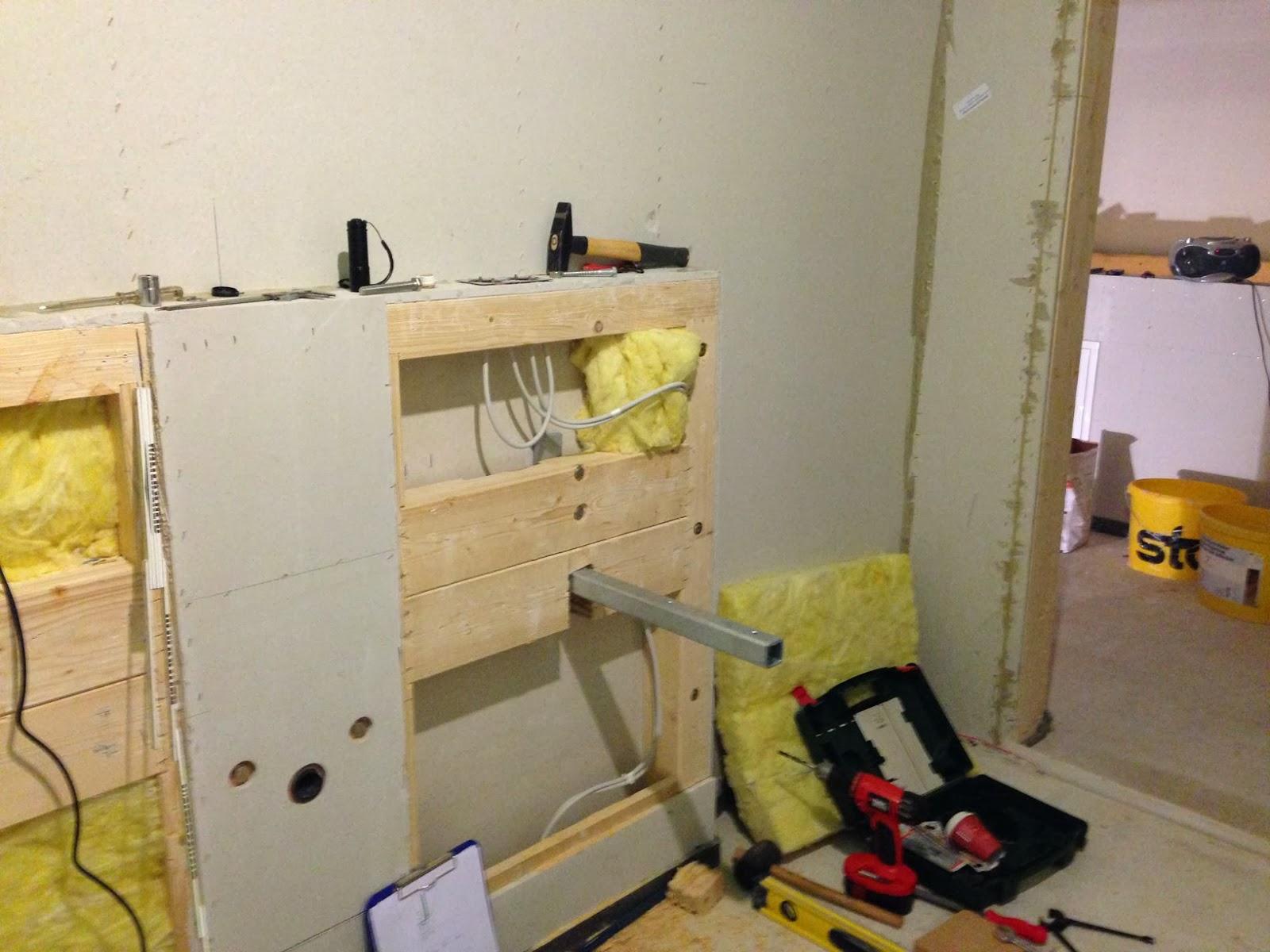 ein meisterst ck haus f r m a d e trockenbau fertig waschtischhalterung und deckenspots. Black Bedroom Furniture Sets. Home Design Ideas