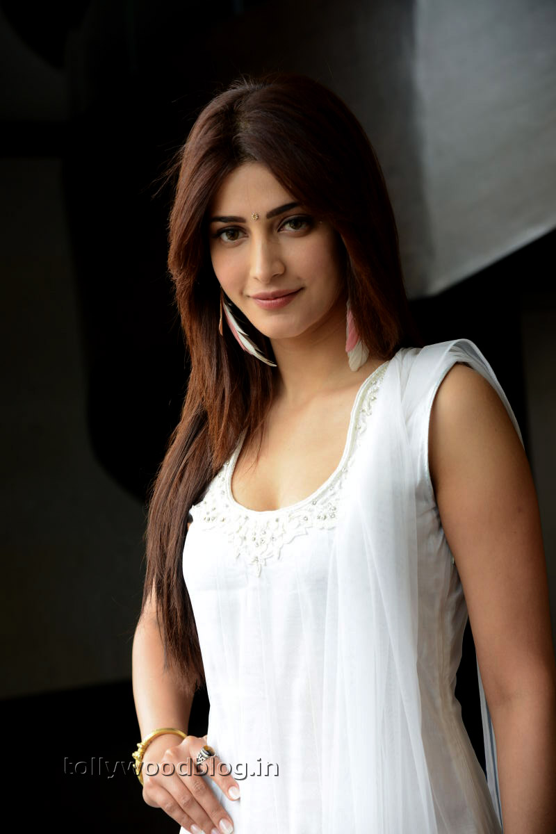 Shruti Haasan Latest Hot Photos At Balupu Spl Interview