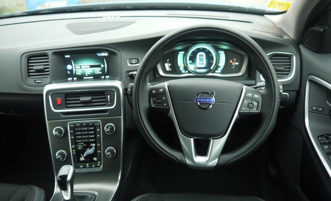 Volvo V60 D4 cockpit