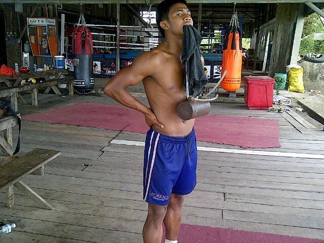 buakaw_chin_training.jpg
