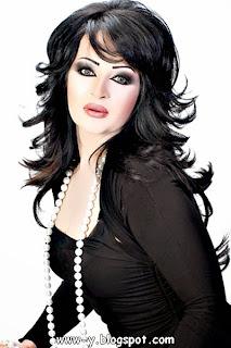 الممثلة الإماراتية بدرية أحمد