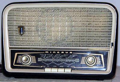 Radio a valvole Minerva (anni '50)