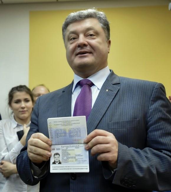 порошенко біометричний паспорт