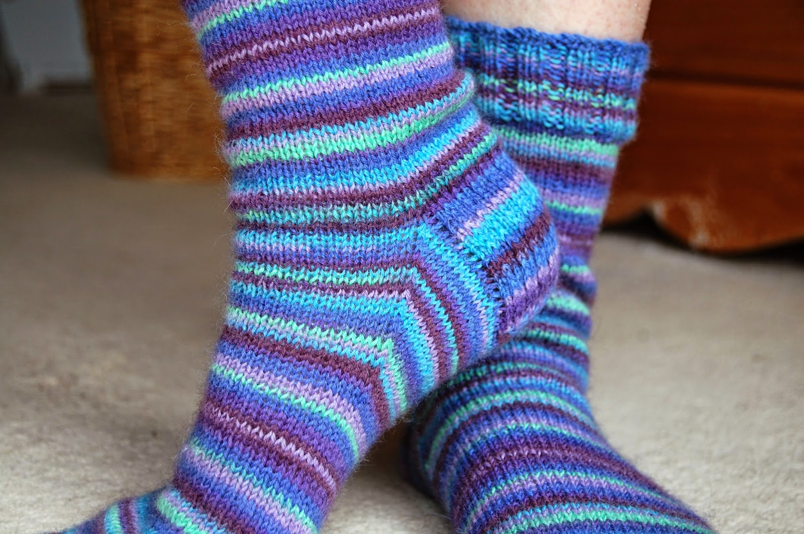 Knitting Pattern For Beginner : Winwick Mum: Basic 4ply sock pattern and tutorial - easy beginner sock knitting!