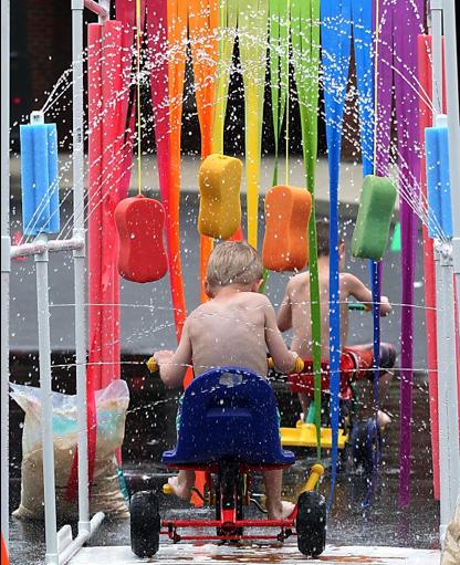 yvonne byatt 39 s family fun water fight party ideas