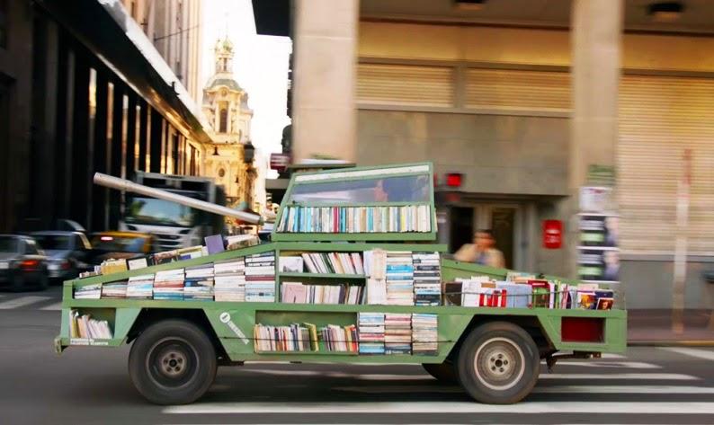 Argentina, carro armato diventa una libreria itinerante...