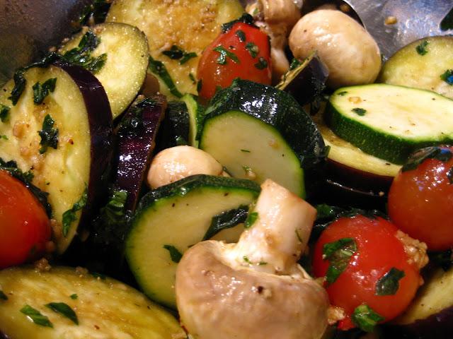 Panenka na masle s bylinkovou grilovanou zeleninou