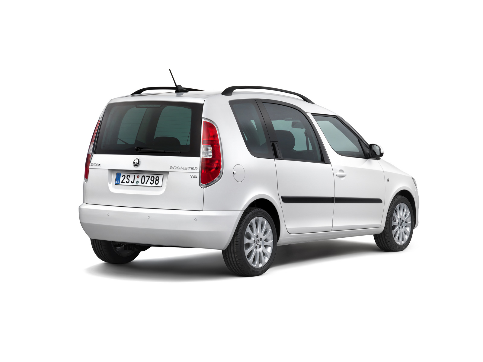 skoda roomster reportedly axed by czech automaker carscoops. Black Bedroom Furniture Sets. Home Design Ideas