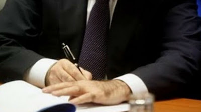 Πλαστογράφησε την υπογραφή της υπαλλήλου και την απέλυσε! : Δύσκολοι καιροί για υπαλλήλους! Ο λόγος για έναν 42χρονο επιχειρηματία από τη Χερσόνησο, ο οποίος δεν ήθελε να απολύσει την υπάλληλό του, προφανώς για να