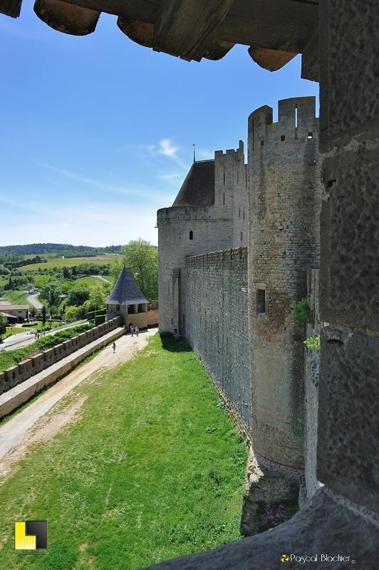 Les remparts coté sud de la cité de Carcassonne photo pascal blachier
