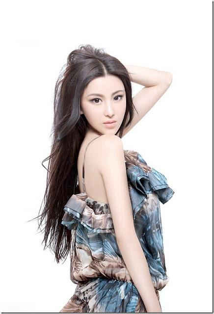Foto Model Sexy Dan Cantik Asal China, Wang Fanning - Ada Yang Asik