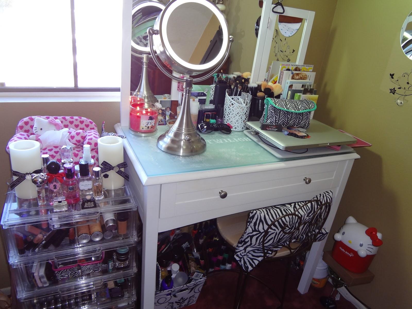 Target ca makeup vanity mugeek vidalondon for Target makeup vanity