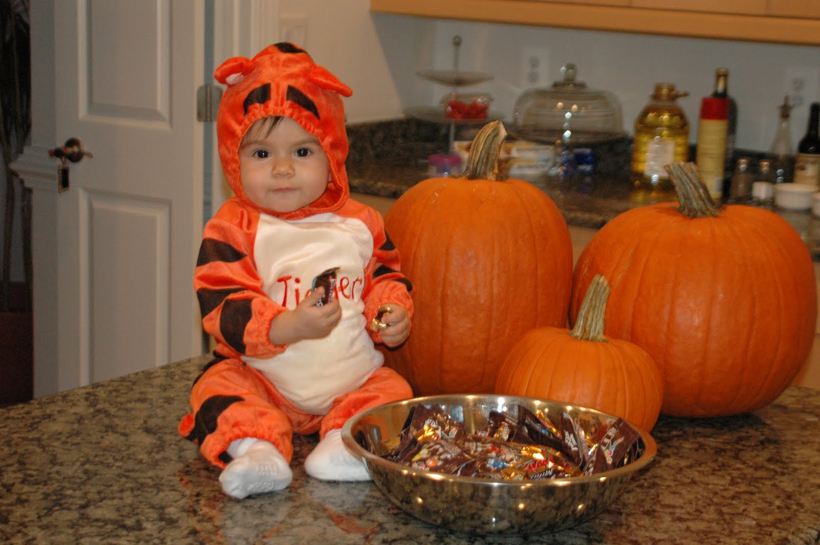 Halloween Bebe la mother tongue: b is for bebe, c is for gato: sofía's halloween