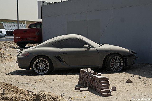 قمامة من السيارات الفاخرة في دبي
