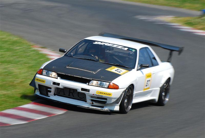 Nissan Skyline R32 , japoński samochód, sportowy, wyścigi, racing, tor wyścigowy, racetrack, motoryzacja, auto, JDM, tuning, zdjęcia, pasja, adrenalina, kultowe, 自動車競技, スポーツカー, チューニングカー, 日本車
