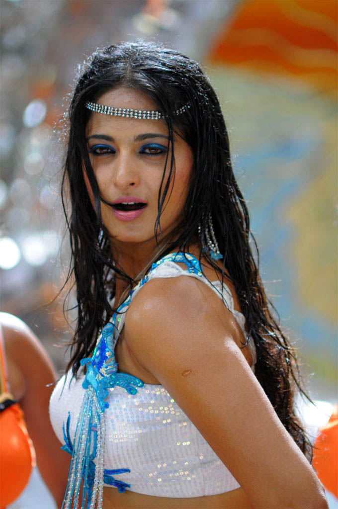 Anushka shetty in bath