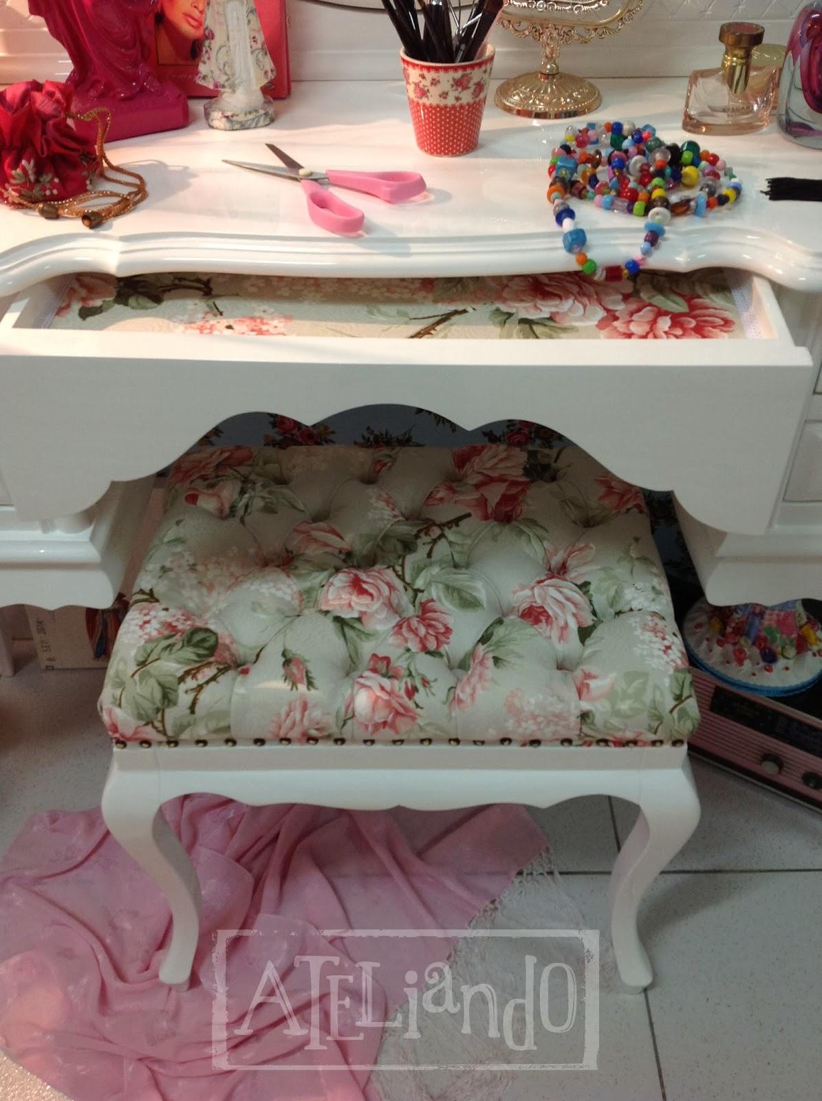 Ateliando Customização de móveis antigos: Penteadeira Floral Eva #9D2E2F 1195x1600