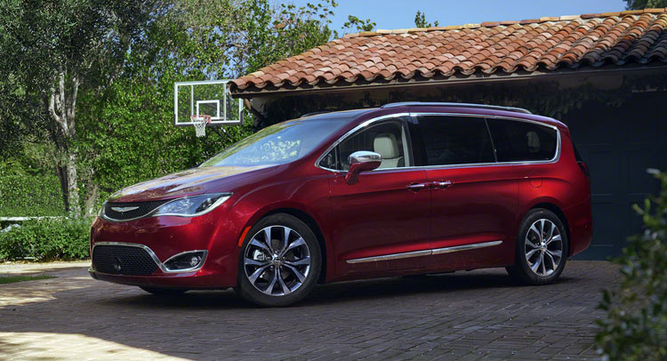 Chrysler Town And Country 2017 >> Chrysler Says Goodbye To Town Country And Welcomes 2017 Pacifica