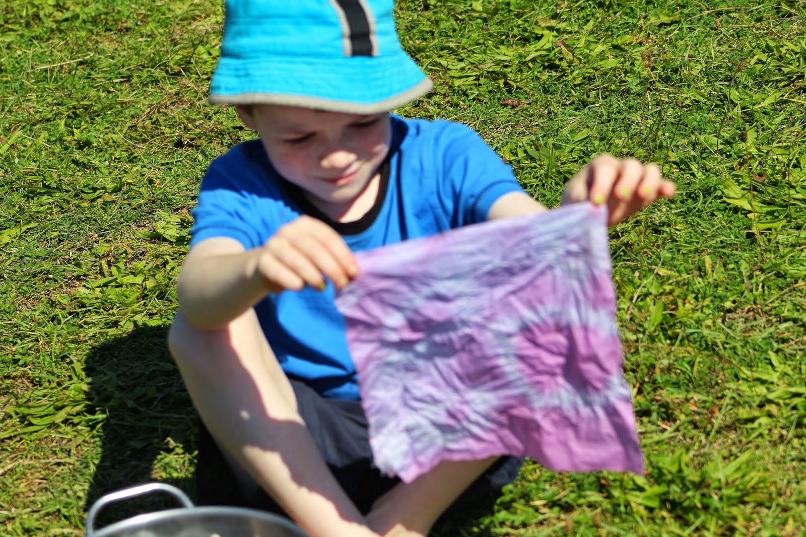 how to make natural dyes with your kids