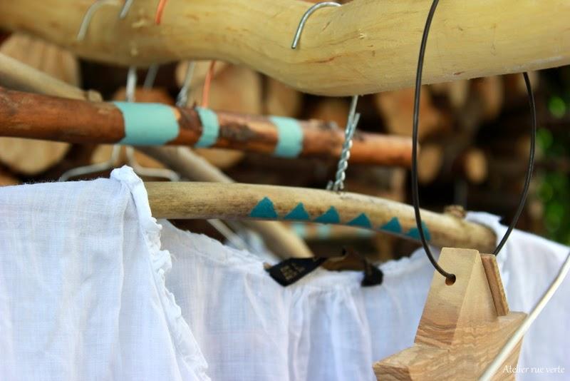 atelier rue verte le blog diy mes cintres en bois. Black Bedroom Furniture Sets. Home Design Ideas