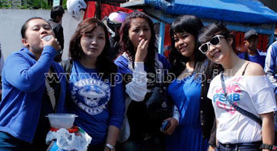 viking+2 Foto: Cewek Cewek Cantik Suporter Bola Indonesia