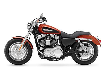 2011-Harley-Davidson-XL1200C-Custom-H-D1